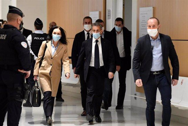 Nicolas Sarkozy comparece en el inicio del juicio