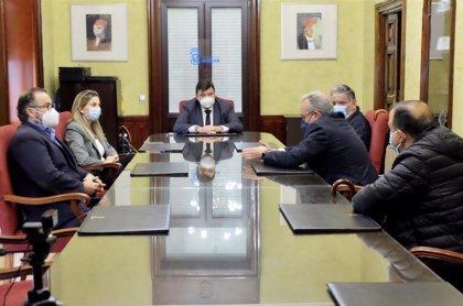 El alcalde de Huelva recibe a la Plataforma 'Más Plurales' de enseñanza concertada y privada