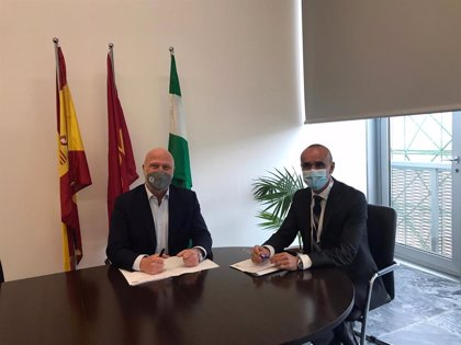 Acuerdo para promocionar la treintena de Red de Ciudades AVE y hoteles NH en todo el mundo