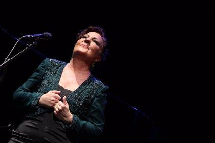 Carmen Linares celebra en el Teatro Cervantes sus 40 años de carrera