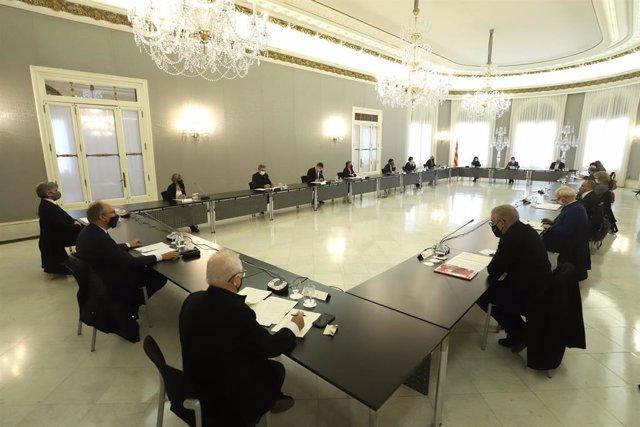 Membres del Govern de la Generalitat, encapçalats pel vicepresident Pere Aragonès, reunits aquest dijous al Palau de Pedralbes de Barcelona amb el síndic de greuges, Rafael Ribó, representants del món local, i la Taula d'Emergència Social.