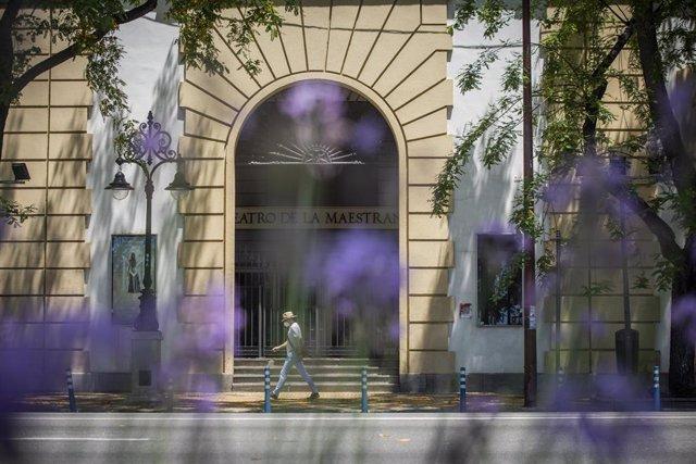 Fachada principal del Teatro de la Maestranza en Sevilla, foto de archivo