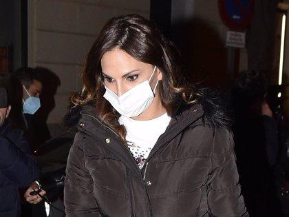 Irene Rosales sale del tanatorio completamente destrozada y desolada