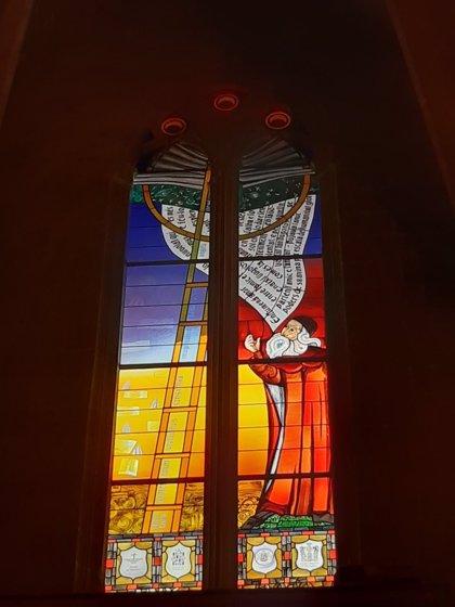 La iglesia de Algaida estrena vidrieras en honor a Ramon Llull