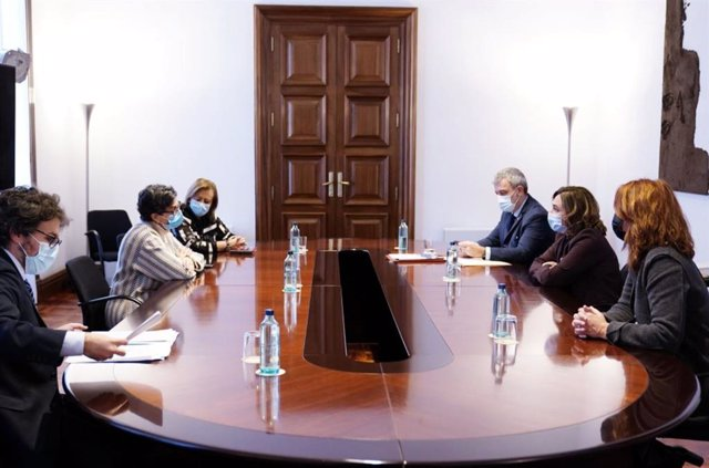 Reunión este jueves de la ministra Arancha González Laya con la alcaldesa de Barcelona y otros concejales del ayuntamiento