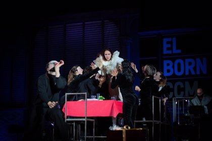 Barcelona enciende las luces de Navidad tras el espectáculo dirigido por la coreógrafa Sol Picó