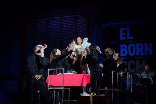 Barcelona abre las luces de Navidad tras el espectáculo dirigido por la coreógrafa Sol Picó