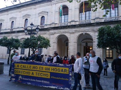 """APDH-A valora los """"cambios"""" a mejor en el trato a personas sin hogar en Sevilla pero avisa que son """"insuficientes"""""""