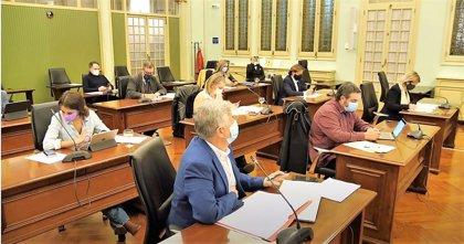 El Parlament rechaza la petición del PP de hacer PCR a todo el personal educativo de las Islas