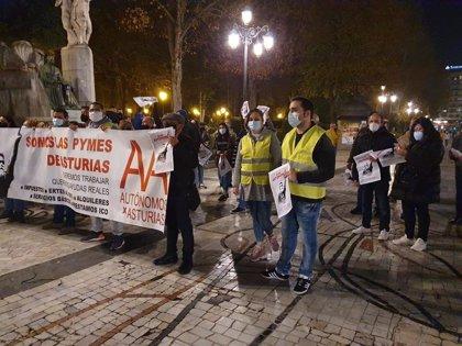 Autónomos se manifiestan en Oviedo para pedir la reapertura de los negocios