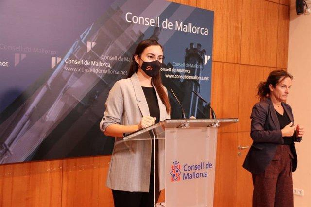 La portavoz de Cs en el Consell de Mallorca, Beatriz Camiña, durante una rueda de prensa.