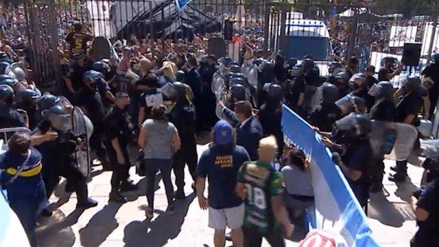 El caos en la Casa Rosada obliga a suspender el velatorio de Maradona