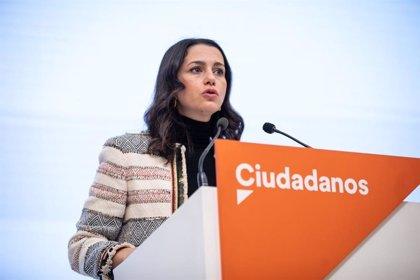 """Arrimadas subraya que Cs ha frenado """"locuras"""" de Podemos en los PGE mientras PP y Vox han estado de """"vacaciones pagadas"""""""
