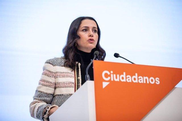 La presidenta de Ciudadanos, Inés Arrimadas, en rueda de prensa en la sede del partido.