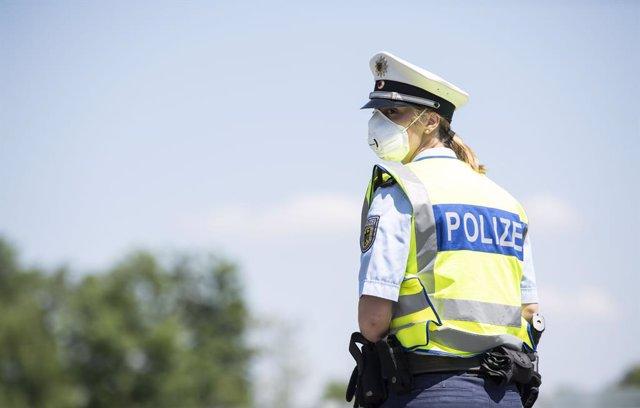 Policía con mascarilla en Alemania