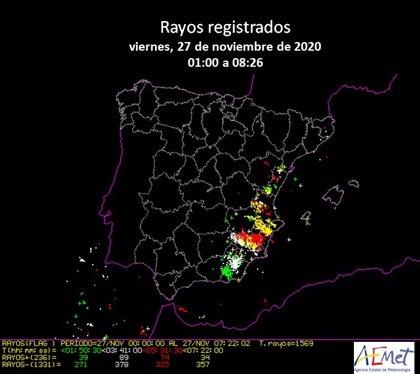 Más de 600 descargas procedentes de rayos impactan en la Comunitat