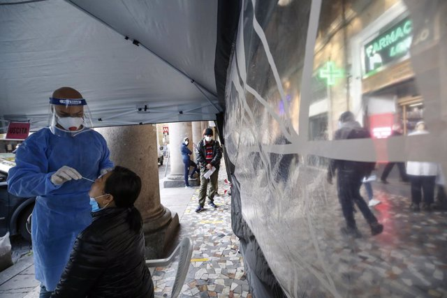 24 November 2020, Italy, Rome: Aperson undergoes a Coronavirus test held by Longo pharmacy in the Vittorio square. Photo: Cecilia Fabiano/LaPresse via ZUMA Press/dpa