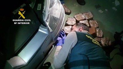 La Guardia Civil corta una línea de abastecimiento de hachís a Cantabria e interviene 15 kilos de droga