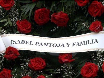 """Isabel Pantoja, """"presente"""" en el último adiós al padre de Irene Rosales"""