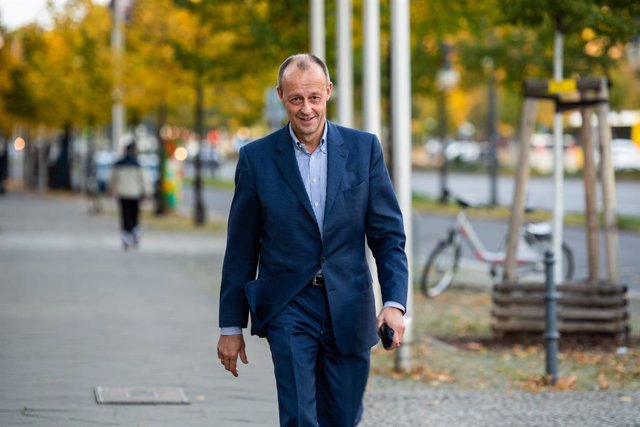 25 October 2020, Berlin: German lawyer and candidate for the Christian Democratic Union (CDU) chairmanship Friedrich Merz arrives to attend the consultations of the CDU leadership about the planned party conference for the election of the CDU chairperson.
