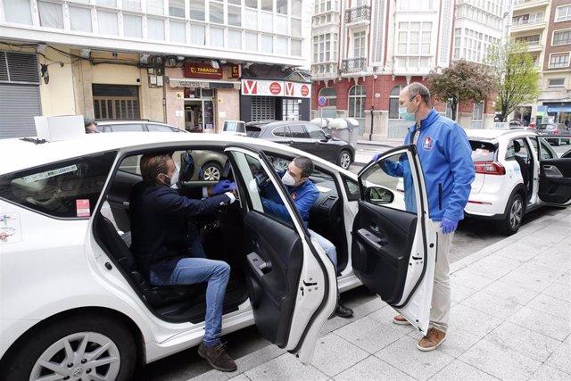 Coronavirus.- Industria comienza a entregar las mamparas protectoras para taxis y VTCs
