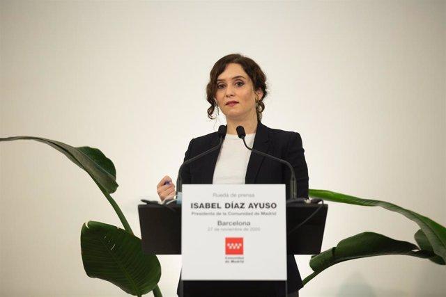 La presidenta de la Comunitat de Madrid, Isabel Díaz Ayuso, en una conferència de premsa a Barcelona.