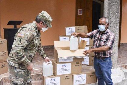 """El presidente de Honduras promete vacunas para el """"cien por cien"""" de la población"""
