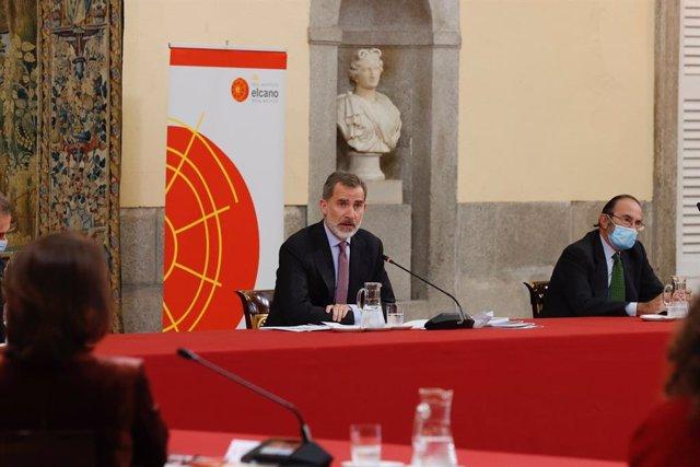 El Rey Felipe durante su intervención en la reunión del Consejo Científico del Real Instituto Elcano de Estudios Internacionales y Estratégicos en el Palacio Real de El Pardo, en Madrid (España), a 23 de noviembre de 2020.