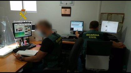 Detenido un grupo criminal de Cantabria por estafa en la venta de escopetas por Internet
