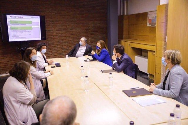 El vicepresident Pere Aragonès, acompanyat de la consellera Alba Vergés, en la signatura del conveni per a l'ampliació de l'Hospital St.Jaume de Calella