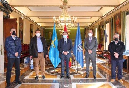 Oviedo homenajea a los trabajadores que se jubilan o que cumplen 40 y 25 años en el consistorio