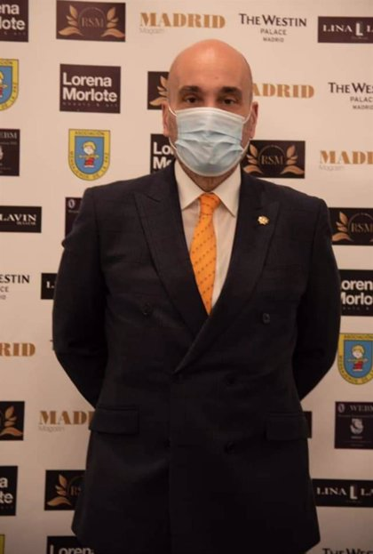 COMUNICADO: Fernando Santiago, Presidente de los Gestores Administrativos, recibe el Premio Madrid Magazine