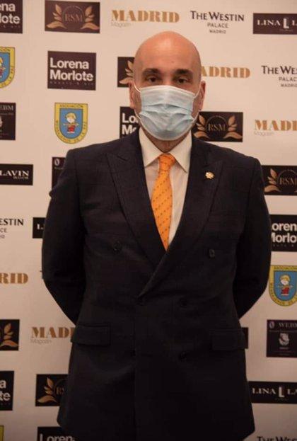 Fernando Santiago, Presidente de los Gestores Administrativos, recibe el Premio Madrid Magazine