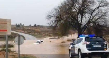 Rescatados dos hombres atrapados en un vehículo entre las aldeas de Los Ruices y Casas de Eufemia