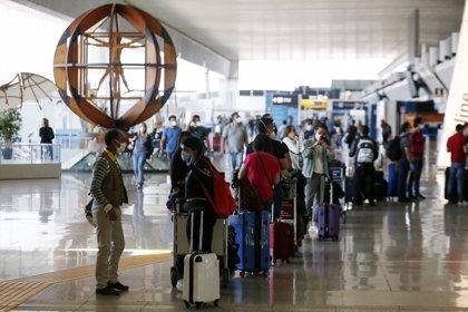 El aeropuerto Fiumicino (Roma) probará antes de Navidad un corredor sanitario anti Covid-19 experimental