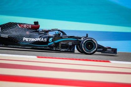 Hamilton (Mercedes) impone su ley en el arranque de Baréin