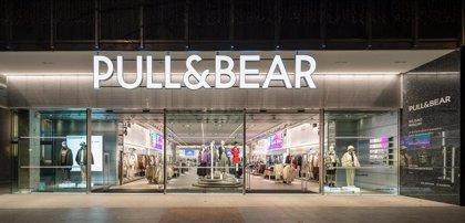 Pull&Bear (Inditex) abre una 'flagship' con un concepto de tienda renovado en el centro de Bilbao