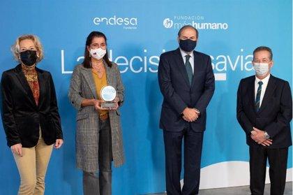 Fundación Endesa rinde homenaje a los profesionales mayores de 50 años que luchan contra la pandemia