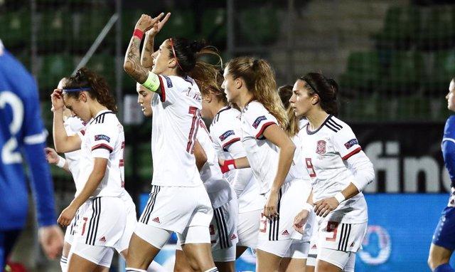 Las jugadoras de la selección española celebran un gol de Jenni Hermoso