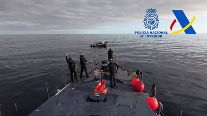 Detenidos los cinco tripulantes de una narcolancha cargada con 2.000 kilos de hachís tras una persecución en alta mar