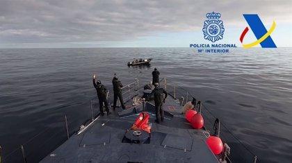 Detenidos 5 tripulantes de una narcolancha cargada con 2.000 kilos de hachís a 80 millas de Cartagena