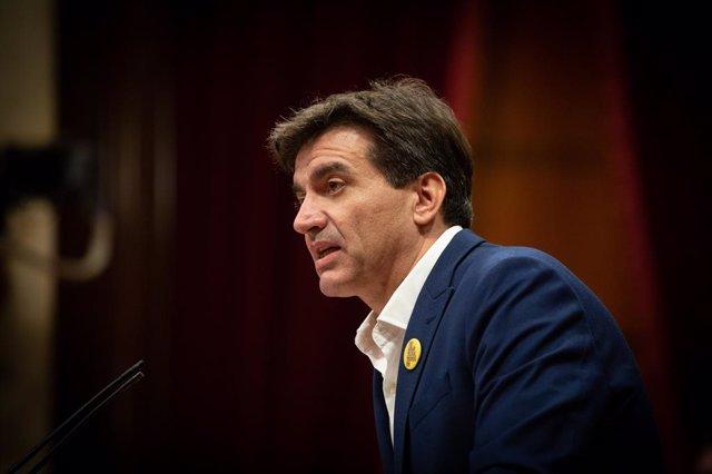 El president d'ERC al Parlament, Sergi Sabrià, en la seva intervenció durant el ple específic sobre la inhabilitació de l'expresident de la Generalitat Quim Torra