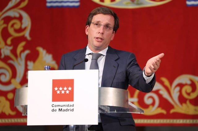 L'alcalde de Madrid, José Luis Martínez-Almeida, en unes declaracions sobre la situació actual i evolució epidemiològica de la Covid-19, a la Real Casa de Correos, seu del Govern regional, a Madrid (España), el 13 d'octubre del 2020.