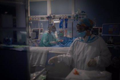 Andalucía baja 150 hospitalizados hasta los 2.265, mayor disminución de la semana, y diez ingresos en UCI hasta 466