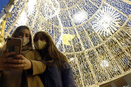 """Córdoba activa el alumbrado antes del puente, aunque no dice el día para """"evitar las aglomeraciones de otras ciudades"""""""