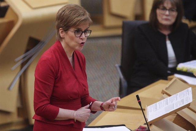 Nicola Sturgeon, en una comparecencia en el Parlamento escocés, en Edimburgo