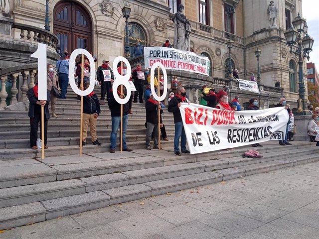 Imagen de archivo de una concentración de pensionistas en Bilbao