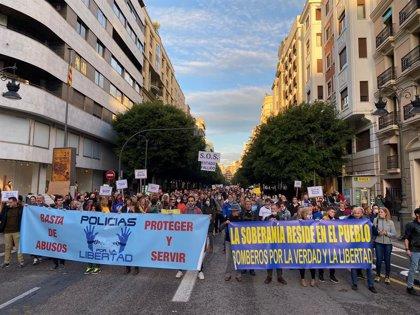 """La asociación 'Policías por la libertad' se manifiesta en València contra la """"imposición de mascarillas"""""""