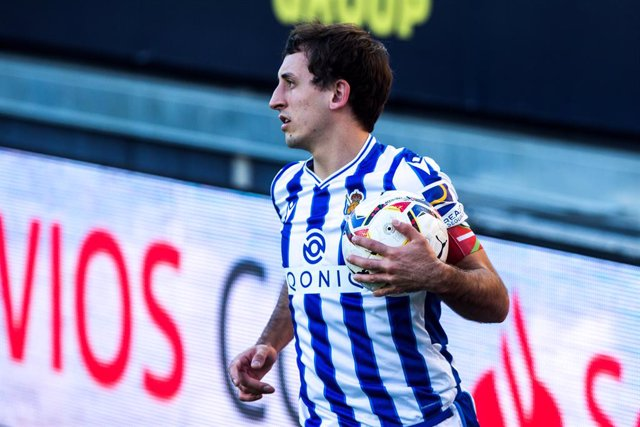 Mikel Oyarzabal of Real Sociedad during LaLiga, football match played between Cadiz Club Futbol and Real Sociedad Club de Futbol at Ramon de Carranza Stadium on November 22, 2020 in Cadiz, Spain.