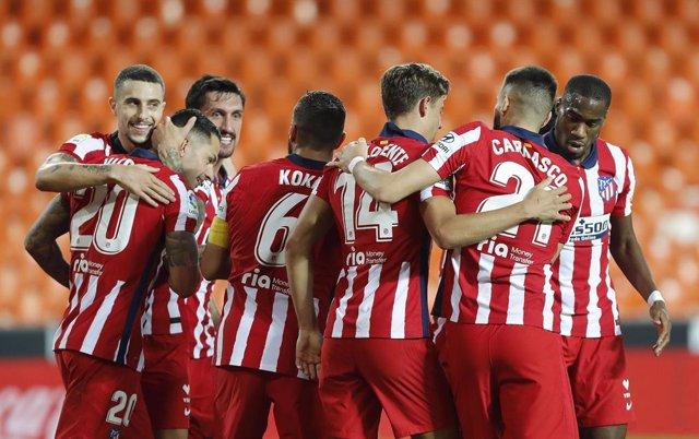 El Atlético de Madrid vence en Mestalla 0-1
